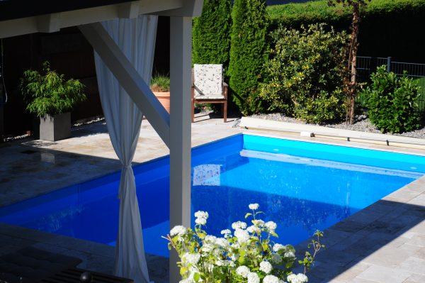 Schwimmbad sauna und whirlpool referenzen von esta poolshop for Schwimmbad folienauskleidung